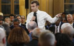 Parigi: Macron, referendum per combattere i gilet gialli. Ma rischia di fare la fine di Renzi