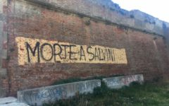 Livorno: scritta Morte a Salvini sul muro vicino a una chiesa. Indaga la Digos