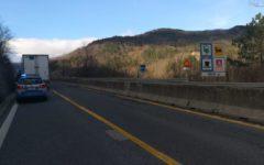 Città di Castello (PG): Tir spagnolo imbocca E45 nella corsia opposta. Bloccato dalla polstrada