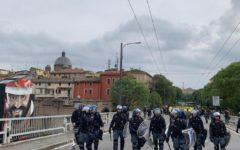 Modena: manifestanti devastano la città per protesta contro l'apertura di un centro per rimpatri