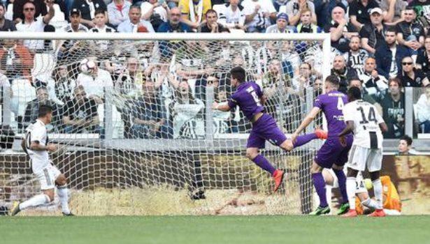 Fiorentina: gran primo tempo, palo e traversa di Chiesa. Ma la Juve vince (2-1) e festeggia. Pagelle (Foto)