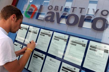 Istat: a febbraio risale il tasso di disoccupazione, è al 10,7%