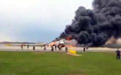 Mosca: aereo atterra in fiamme sulla pista, almeno 41 morti