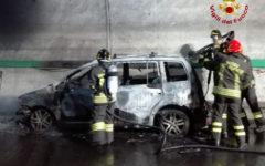 Autostrada A1: vettura in fiamme nella galleria di Pozzolatico. Traffico momentaneamente bloccato verso sud