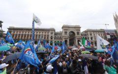Milano: Salvini qui non c'è l'ultradestra, ma la politica del buonsenso. Contestazioni dalla sinistra