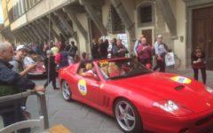Firenze, Mille Miglia: 84enne spruzza vernice spray rossa al passaggio delle auto