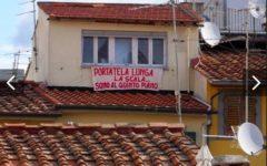 Striscioni anti-Salvini: dilagano in ogni parte d'Italia. La protesta #salvinitoglianchequesti