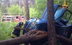 Pisa, incidente stradale: muore a 48 anni nell'auto contro un albero a Buti