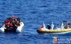 Migranti: controlli sanitari su quelli imbarcati sulla nave militare. Salvini, legami inquietanti fra immigrazione irregolare e terrorismo i...