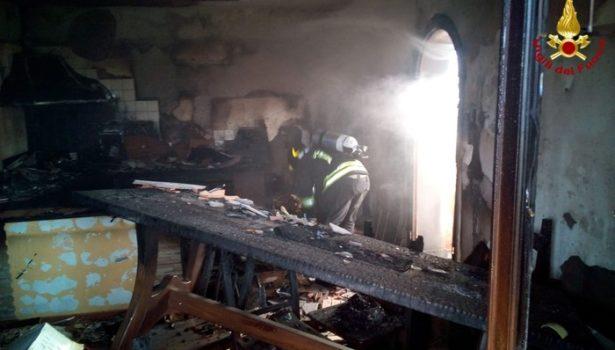 Massa: incendio in una palazzina, sei persone in ospedale