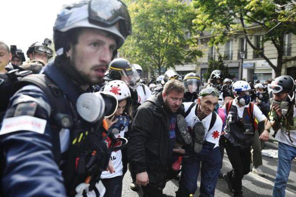 Tensioni a Parigi durante la parata del 14 luglio: oltre 150 fermi