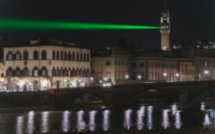 Firenze: 4 luglio, un fascio verde fra Palazzo Vecchio e ponte Vespucci